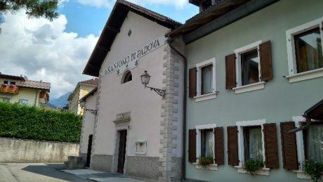 A képen épület, kültéri, égbolt, ház látható  Automatikusan generált leírás